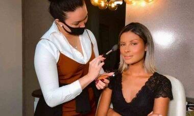 Especialista em maquiagem, influenciadora Yone Leão conta como superou a depressão. Foto: DivulgaçãoEspecialista em maquiagem, influenciadora Yone Leão conta como superou a depressão. Foto: Divulgação