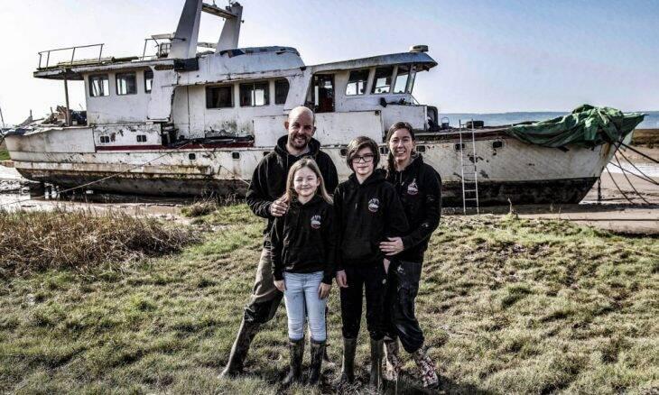 Família compra barco raro da Segunda Guerra pela internet