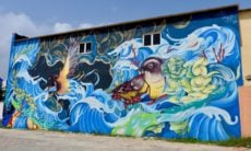 Artista argentina traz vida às cidades com seus murais impressionantes