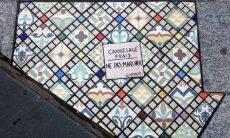 """Calçadas quebradas viram """"tela"""" para obras de artista francês"""