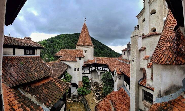 Covid-19: aberto ao público, Castelo de Drácula oferece vacinas para visitantes
