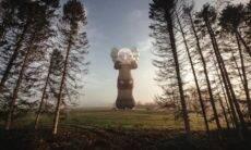 Artista KAWS quer voar um balão Companion por várias cidades do mundo