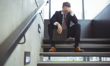 Ambiente de trabalho tóxico aumenta risco de depressão em 300%, aponta estudo