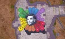 Obra de arte de temática LGBT faz homenagem para Alan Turing em prédio do governo britânico