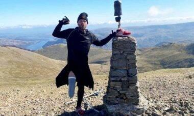Homem amputado completa desafio de escalar montanhas mais altas do Reino Unido
