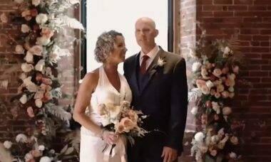 Homem com Alzheimer pede para se casar com a esposa após se apaixonar pela 2ª vez