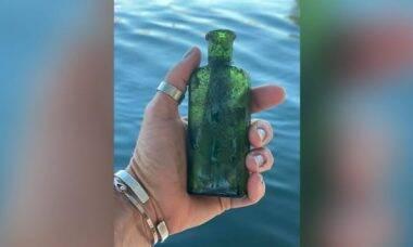 Capitã de barco acha garrafa com mensagem escrita há 95 anos