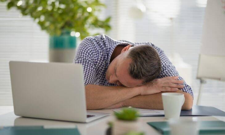 Dormir tarde aumenta chances de ter problemas de humor, aponta estudo
