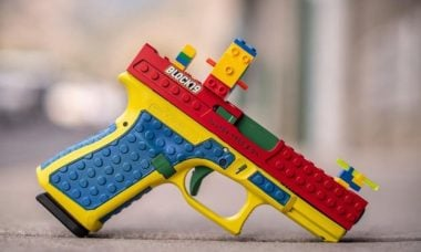 """Empresa desiste de fazer """"arma de Lego"""" após ameaça de processo"""