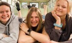 Três mulheres decidem viajar juntas após descobrirem que namoravam o mesmo homem