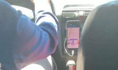Motorista de Uber encanta a web ao colocar a voz do filho no Waze: 'rotatólia'