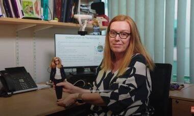 Barbie lança boneca da cientista que projetou a vacina contra covid-19