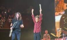 Baterista de 11 anos que desafiava Dave Grohl na internet toca em show do Foo Fighters
