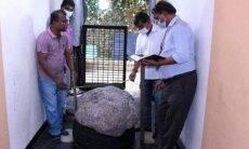 Homem acha safira de US$ 100 milhões no quintal enquanto cavava poço