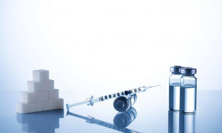 Cientistas indianos anunciaram o desenvolvimento da primeira variante de insulina que dispensa refrigeração. A criação desta variante termoestável foi possível graças à introdução de uma matriz de quatro moléculas de aminoácidos peptídeos, que permitem à nova insulina suportar temperaturas de até 65° C. Atualmente, a insulina precisa ser armazenada a temperaturas entre 2° C e 8° C. A exposição a temperaturas mais altas por longos períodos torna o produto ineficaz. A expectativa dos pesquisadores é que conseguir investidores interessados em produzir o novo tipo de insulina.