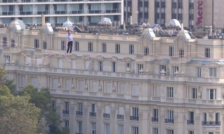 Francês atravessa o rio Sena a 70 m de altura em fita de slackline